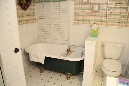The Kings Inne: Soaking Tub in the Kensngton Suite