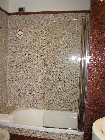 Hilton Garden Inn Rome Claridge: Shower