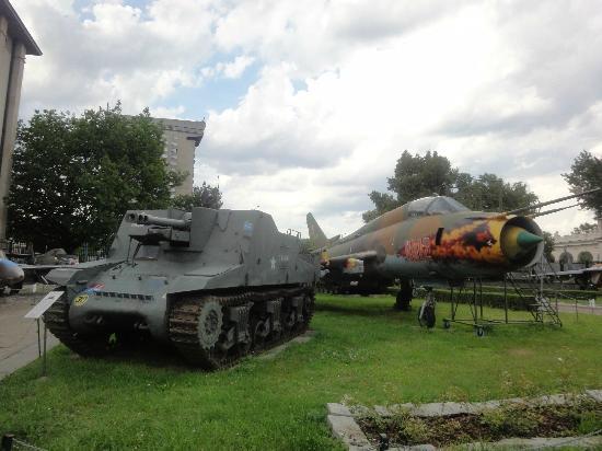 Polish Army Museum (Muzeum Wojska Polskiego) : tank and plane
