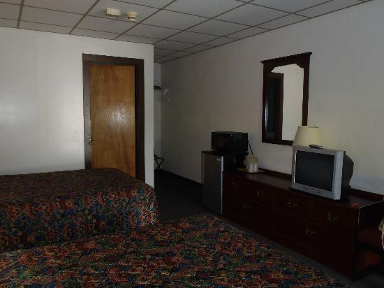 Capra Inn Motel: Simple rooms with fridge and microwave