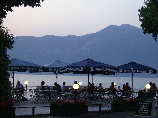 Gardasee Apartments: Restaurant near hotel