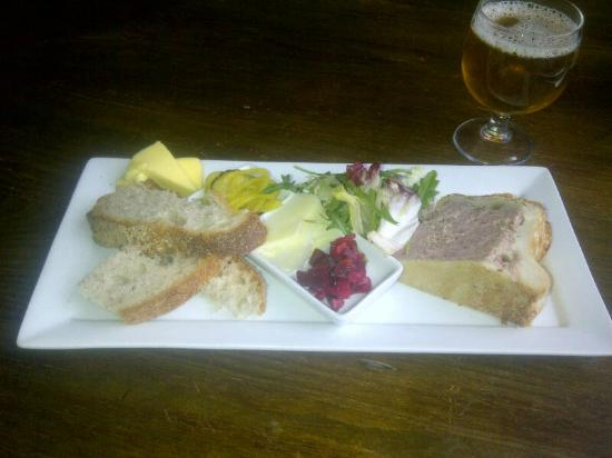 The King's Head Brooke: Ploughmans with a half  of guest ale