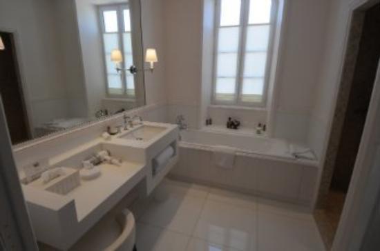 Hotel de Toiras: Bathroom At Villa Clarisse