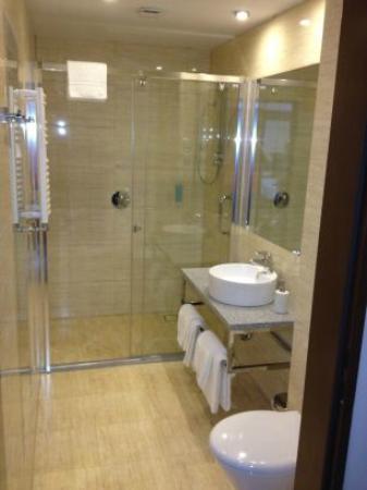 Hotel Moderno: bathroom