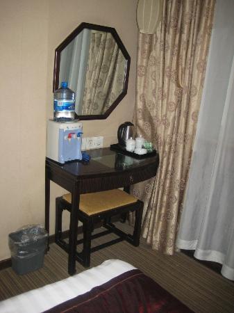 Guan Zhong Hotel Xi'an Nanxin Street: Desk area