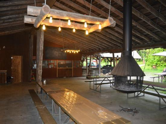 Glacier Campground: Open dining area