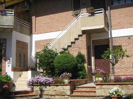 Castelbuono, Italy: ingresso e giardino