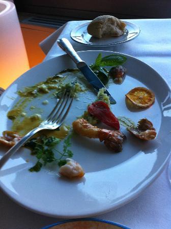 Le Mas d'Artigny & Spa : Queues de langoustines trop cuites comme la tranche de mandarine