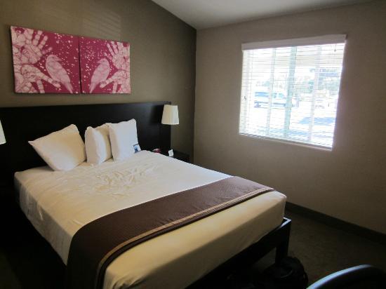 Rodeway Inn San Diego Beach SeaWorld Area: Queen Room (One Bed)