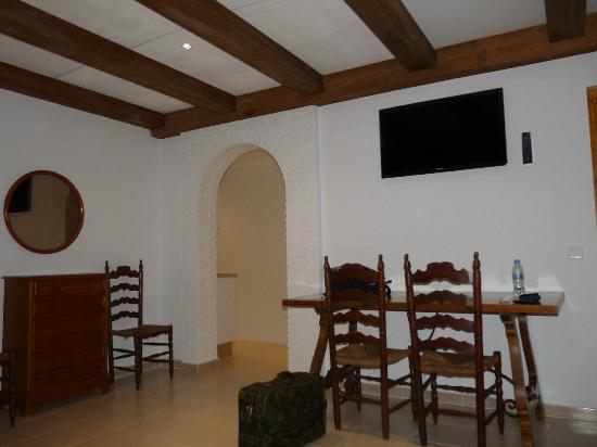 Hotel Ayron Park: Excellent living room with TV and air conditioning