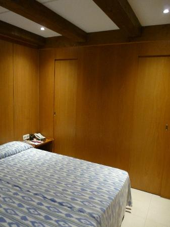 HM Ayron Park: Excellent bedroom with walk-in wardrobe