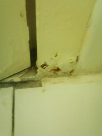 Ramada Wilmington: Blood Stain - Door Frame