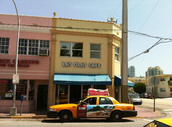 Las Olas Cafe : Outside the Cafe