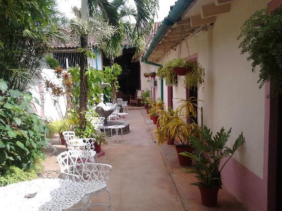 Il patio con l 39 ingresso delle camere fotograf a de casa - Planos de casas con patio interior ...