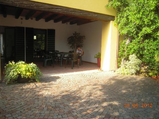 B&B Alle Rondini : Il portico delle rondini