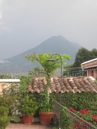 Hotel Los Pasos: View of volcano from the roof terrace