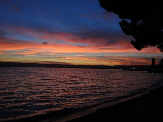 Bolsena, Italy: ...der See am Abend....
