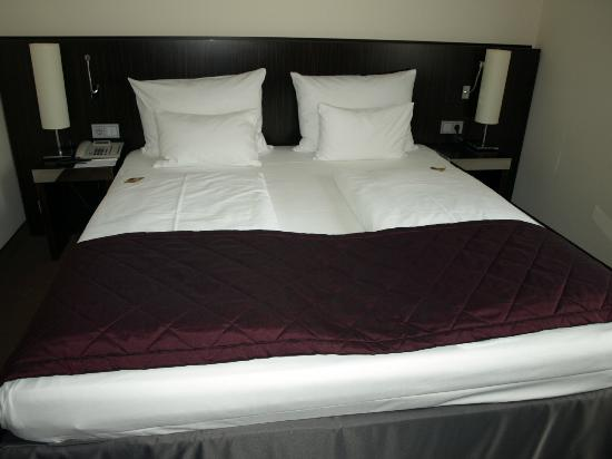 Hotel Europa: Comfortable bed