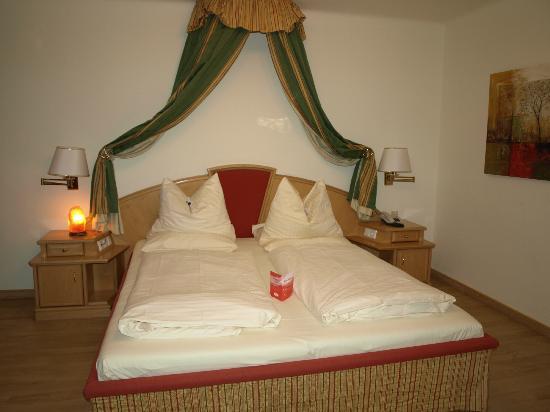 Hotel Rosenvilla: Comfortable bed