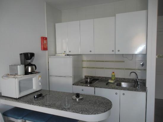 Porlamar Apartments: Kitchen