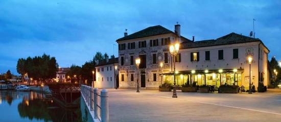 Casier, Italia: la terrazza esterna di fronte al fiume Sile