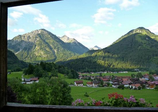 Hotel Prinz-Luitpold-Bad: View south from room