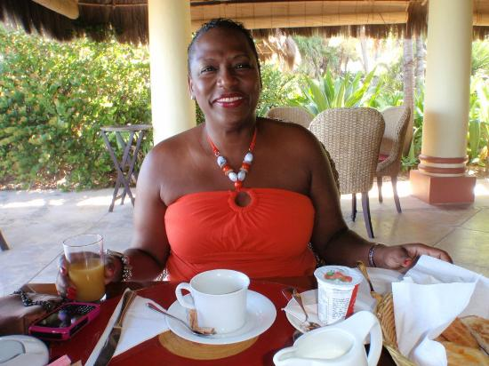 Tamarind Beach Hotel & Yacht Club: at breakfast canouan resort