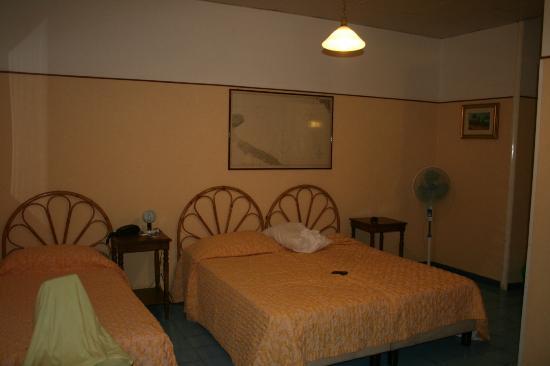 Hotel Touring: habitación