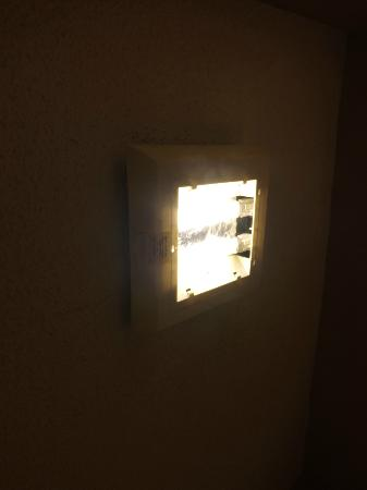 Days Inn Corpus Christi Beach: no light cover in bathroom
