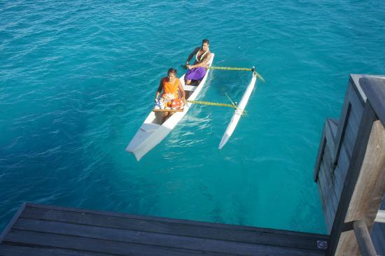 Four Seasons Resort Bora Bora: Colazione in arrivo..