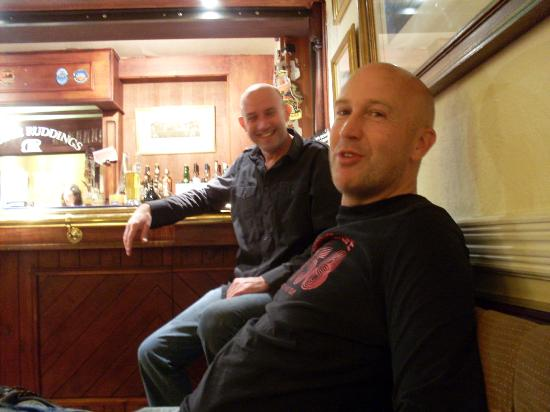 Middle Ruddings Country Inn: Me in the bar with Simon (a local whos now under the thumb)