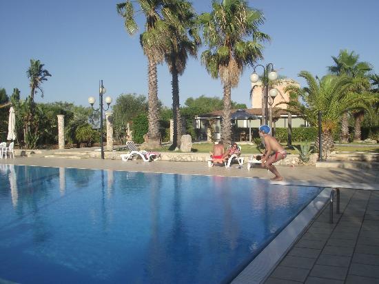 Салве, Италия: Pool Specolizzi
