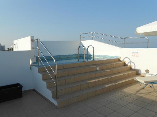 Summer Time Pension: piscina idromassaggio