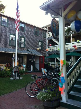 Pequot Hotel: The Annex and courtyard.