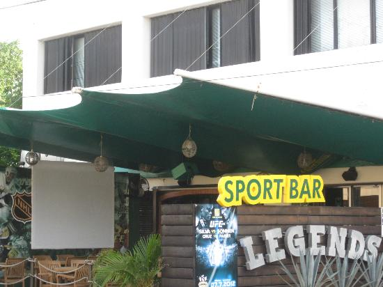 Hotel El Tukan: Legends Sport Bar and Grill