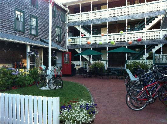 Pequot Hotel: The Annex, Middle building and courtyard.
