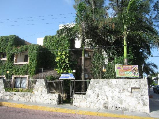 Hotel El Tukan: Tukan Outside