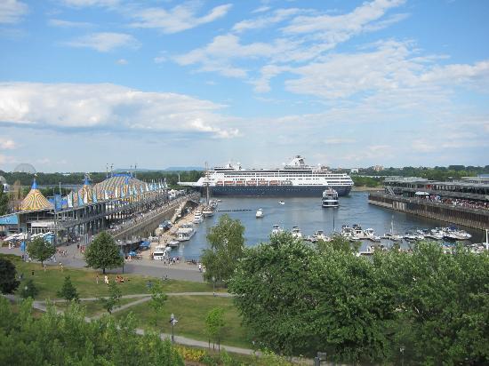 Auberge du Vieux-Port: Vanuit het raam van onze kamer: de oude haven