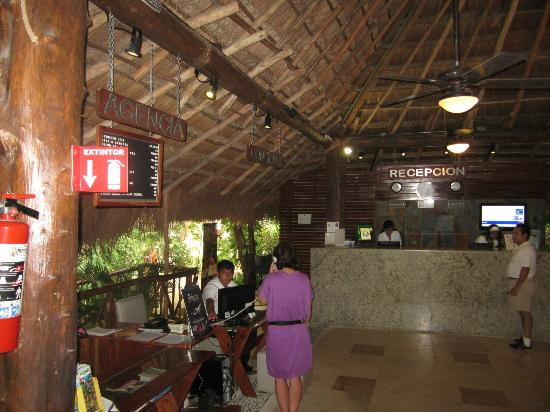 Hotel El Tukan: Reception Area