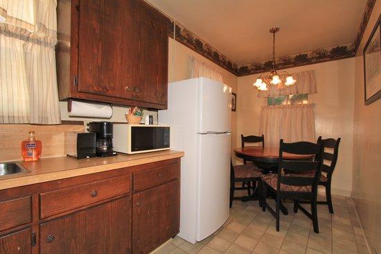 Hillcrest Lodge: Kitchen Room 1