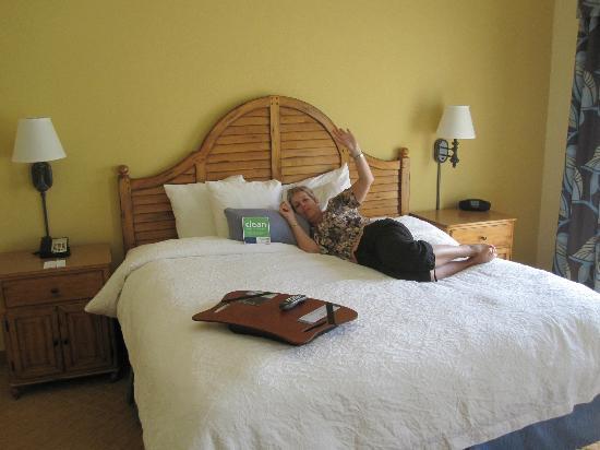 Hampton Inn & Suites Savannah/Midtown: King size bed