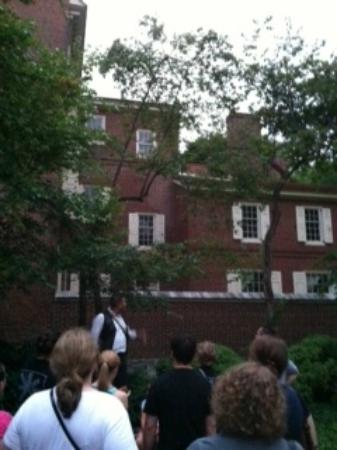 Ghost Tours of Philadelphia: Philadelphia Ghost Tour - Physician's House Stop
