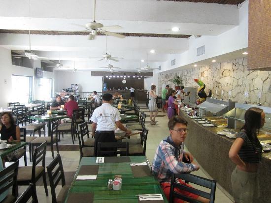 Hotel El Tukan: La Ceiba Restaurant Interior