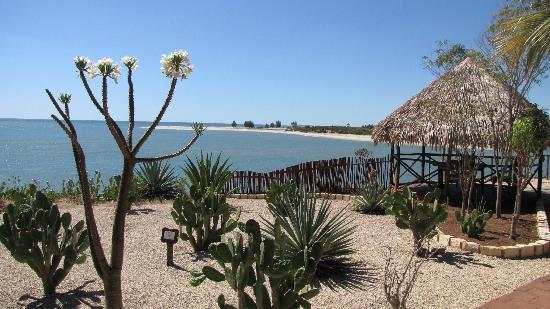 Antsanitia Resort: vue depuis la terrasse du restaurant