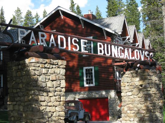 Paradise Lodge & Bungalows: Entrance to Paradise Bungalows