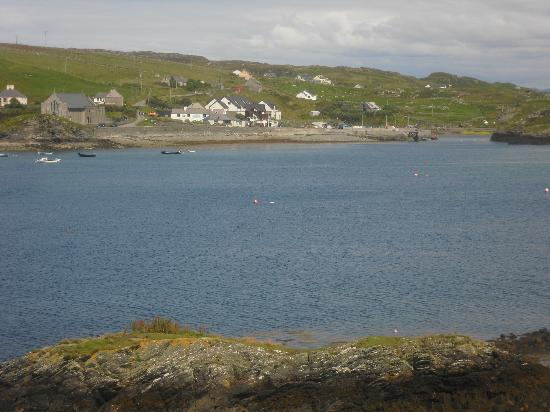 Inishbofin House Hotel & Marine Spa: View of hotel from Cromwells Castle