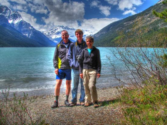 Paradise Lodge & Bungalows: Glacier Lake (hike in from Saskatchewan River Crossing)