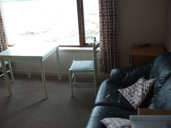 Atlantis Lodges: Living room with sea view