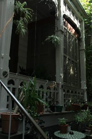 1870 Banana Courtyard French Quarter / New Orleans B&B: front courtyard