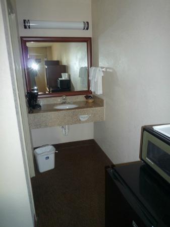 Harrisonburg Inn: Waschtisch